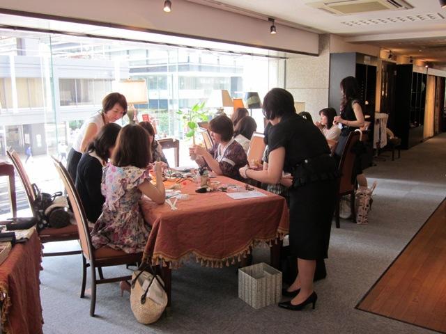 http://www.karimoku.co.jp/blog/domani-nihonbashi/20100717omiya%20004.jpg