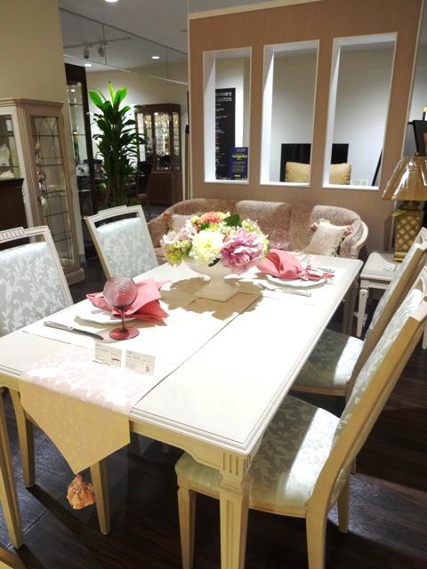http://www.karimoku.co.jp/blog/domani-nihonbashi/DSC04082.JPG
