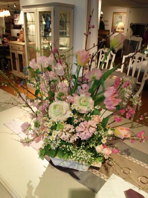 http://www.karimoku.co.jp/blog/domani-nihonbashi/DSC_0393.JPG